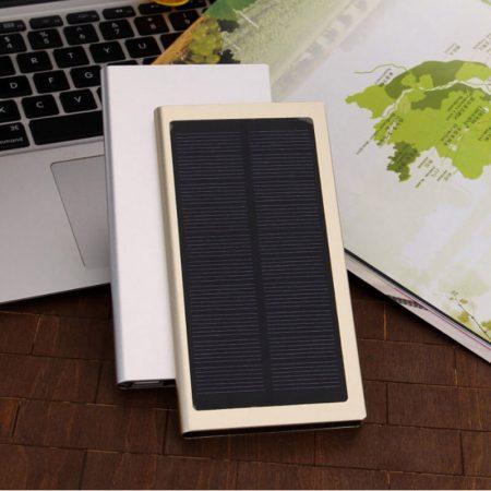Портативное зарядное устройство с AliExpress на картинке