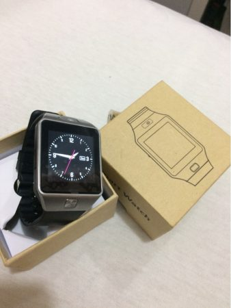 Умные наручные часы Smart Watch dz09 с AliExpress на столе