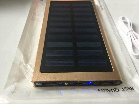 Портативное зарядное устройство с AliExpress на фото