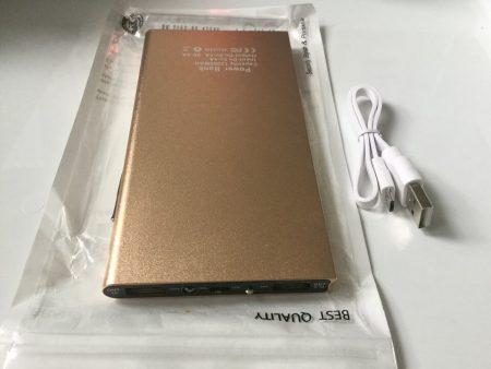Портативное зарядное устройство с AliExpress на фото с обратной стороны