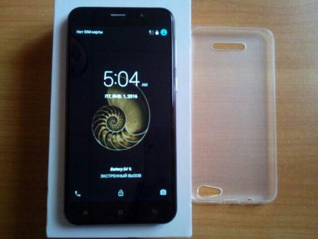 Мобильный телефон Cubot Note S на фото (включён)