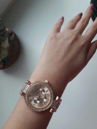 Женские наручные часы с Aliexpress на руке