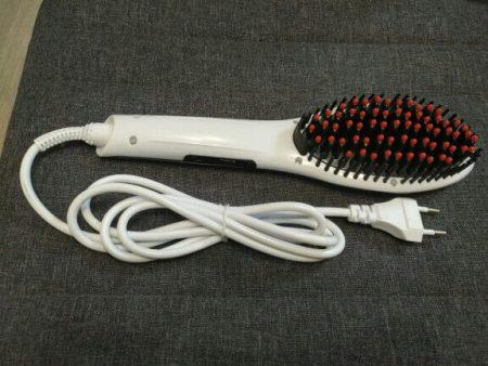 Электрическая щётка для выпрямления волос на фото