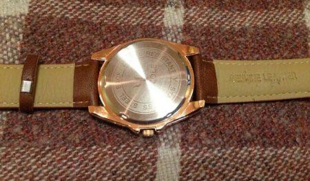 Мужские часы с обратной стороны