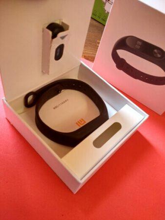 Фитнес-браслет Xiaomi Mi Band 2 с AliExpress в коробке