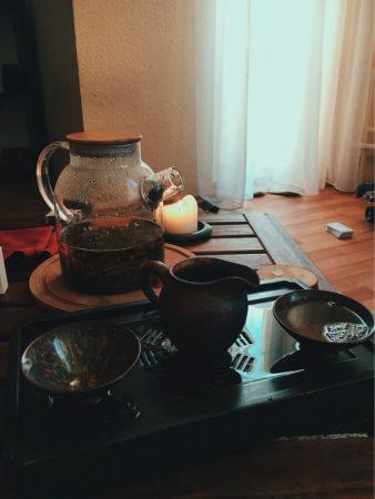 Стеклянный чайник с фильтром с AliExpress на плите
