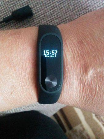 Фитнес-браслет Xiaomi Mi Band 2 на руке