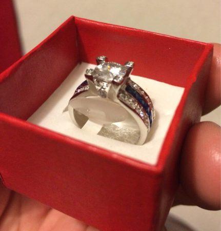 Модное женское кольцо с AliExpress в коробочке