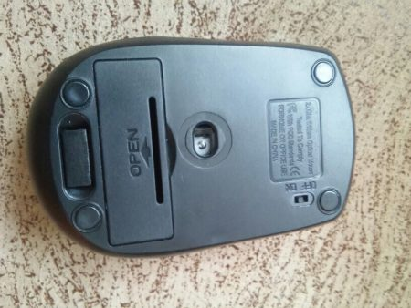Беспроводная компьютерная мышь с AliExpress сзади
