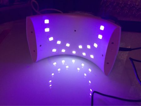 УФ-Лампа для ногтей с AliExpress включённая