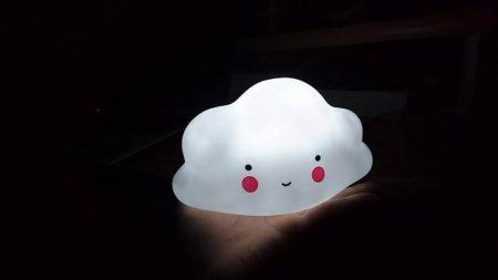 Светодиодный ночник «Облако-улыбка» с AliExpress в темноте