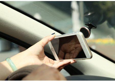 Автомобильный держатель для смартфона с AliExpress на картинке