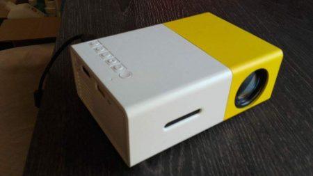 Портативный цифровой проектор с AliExpress вид