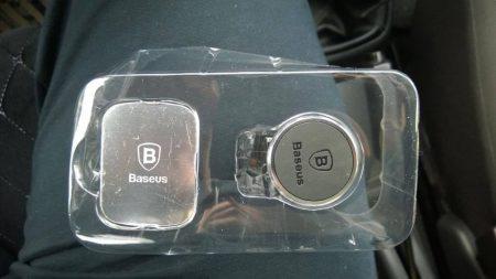 Автомобильный держатель для смартфона с AliExpress в упаковке