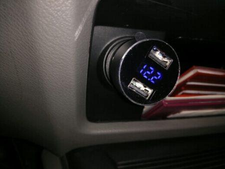 Зарядное устройство в автомобиль с AliExpress в машине