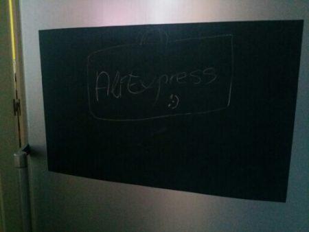 Классная виниловая доска с AliExpress на холодильнике