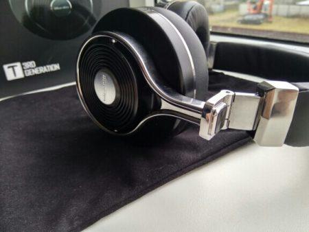 Bluetooth-наушники со встроенным микрофоном с AliExpress вблизи