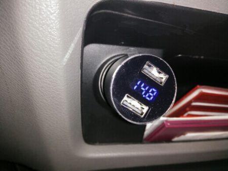 Зарядное устройство в автомобиль с AliExpress в автомобиле