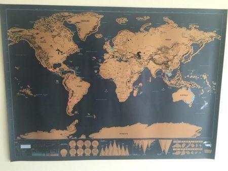Карта мира со стираемым слоем с AliExpress на стене
