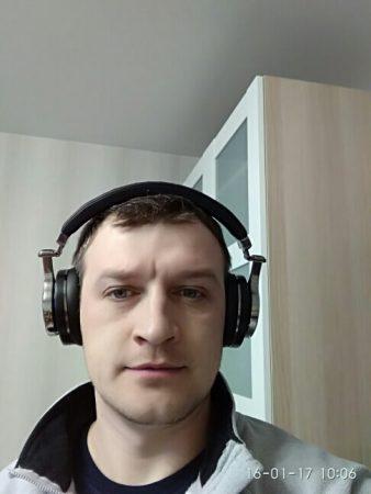 Bluetooth-наушники со встроенным микрофоном с AliExpress на мне