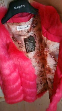 Женский меховой жилет с AliExpress на вешалке