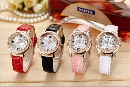 Модные женские наручные часы с AliExpress на картинке