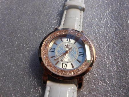 Модные женские наручные часы с AliExpress на фото