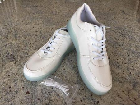 Светодиодные кроссовки для девушек и парней с AliExpress на фото