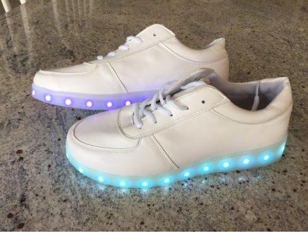 Светодиодные кроссовки для девушек и парней с AliExpress включены