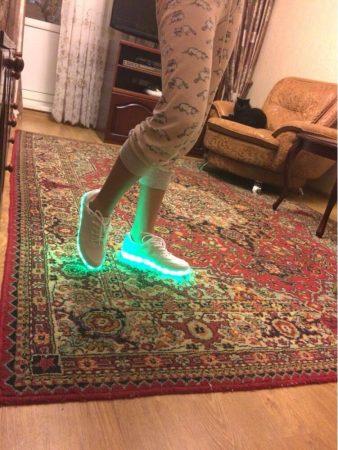 Светодиодные кроссовки для девушек и парней с AliExpress на мне