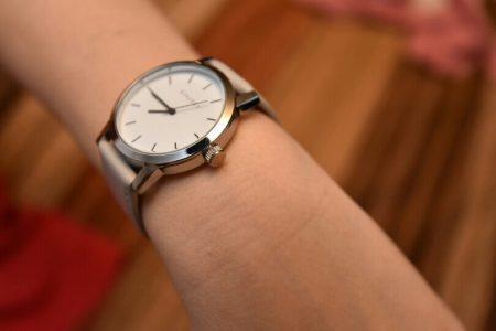 Стильные женские наручные часы с AliExpress вблизи