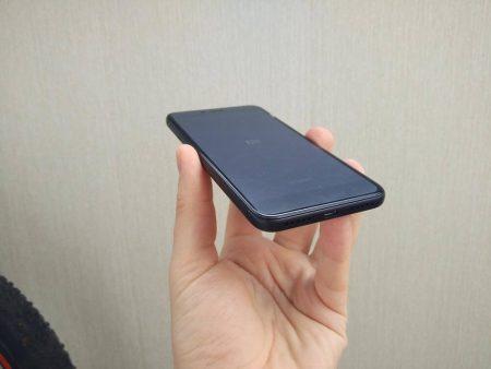 Смартфон Xiaomi Redmi 4X 16GB с AliExpress в руке