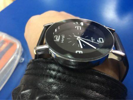 Элегантные женские часы Yazole с AliExpress на руке